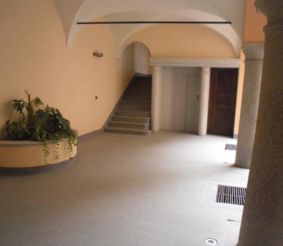 Rifacimento ingresso palazzo storico in Casale M.to,con inserimento ascensore